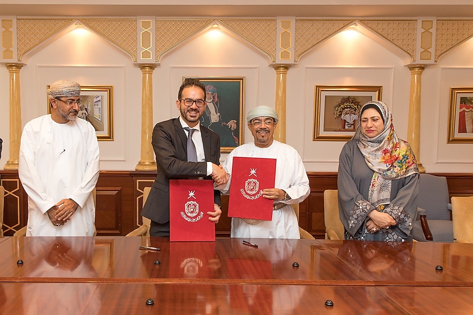 Oman Shell Country Chairman at the signing ceremony